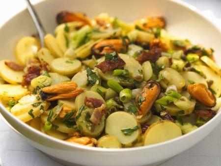 Kartoffelsalat mit Muscheln
