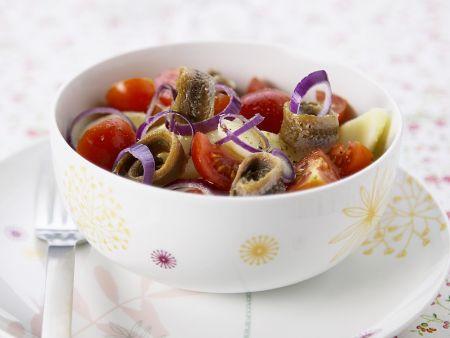 Kartoffelsalat mit Sardellen, Tomaten und Zwiebeln