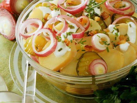 Kartoffelsalat mit Speck und Mayonnaisedressing