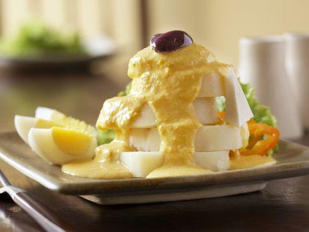 Kartoffelscheiben und Soße aus Peru