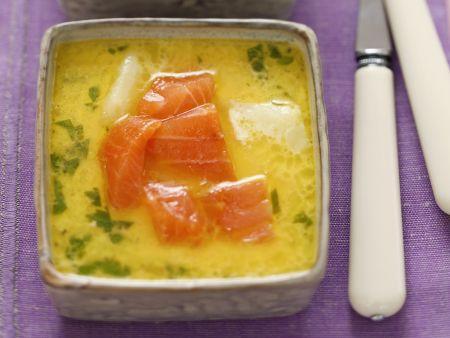 Kartoffelsuppe mit geräuchertem Lachs und Petersilie
