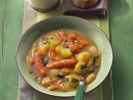 Kartoffelsuppe mit Karotten und Wiener Würstl