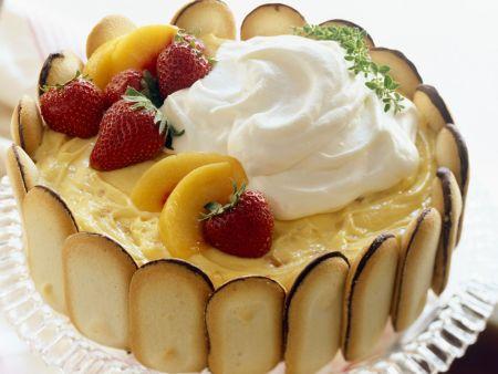 Katzenzungentorte mit Pfirischcreme und Obst