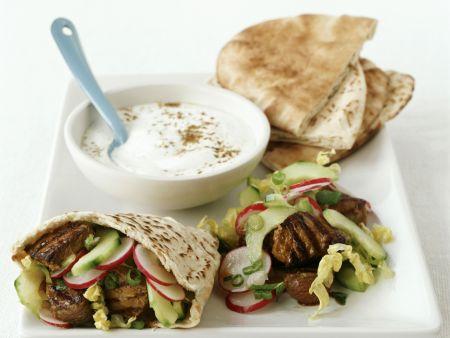 Kebab vom Lamm mit Pitabrot und Joghurtsauce
