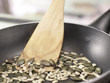 Kerniges Rührei auf Vollkornbrot – smarter: Zubereitungsschritt 1