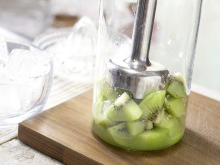 Kiwi-Limetten-Cocktail: Zubereitungsschritt 4