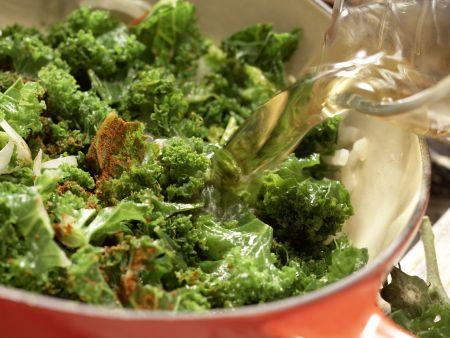 Klare Grünkohlsuppe: Zubereitungsschritt 5