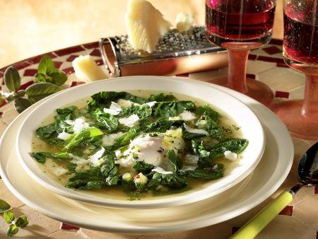 Klare Spinatsuppe mit Mozzarella