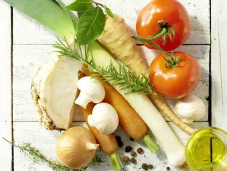 Klassische Gemüsebrühe: Zubereitungsschritt 1
