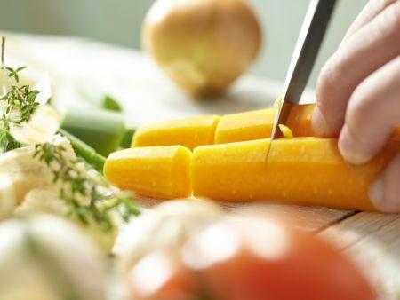 Klassische Gemüsebrühe: Zubereitungsschritt 2