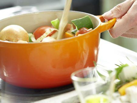 Klassische Gemüsebrühe: Zubereitungsschritt 6