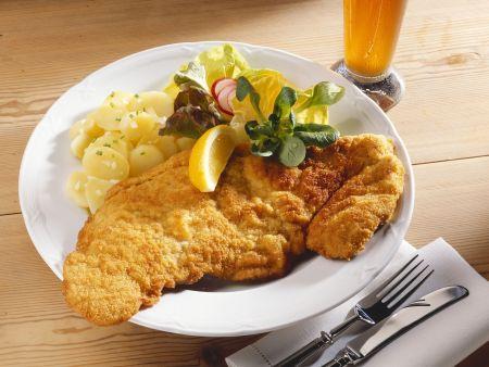 Klassisches Schnitzel mit Kartoffelsalat