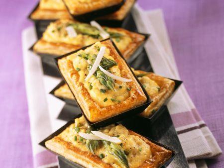 Rezept: Kleine Blätterteig-Spargel-Tartes