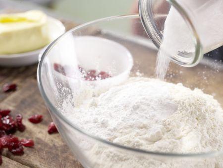 Kleine Cranberry-Kuchen: Zubereitungsschritt 2
