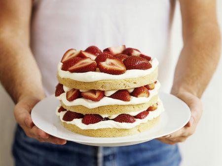 Kleine Erdbeer-Sahne-Torte