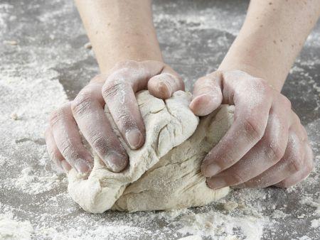 Kleine Paprika-Pizzen: Zubereitungsschritt 2