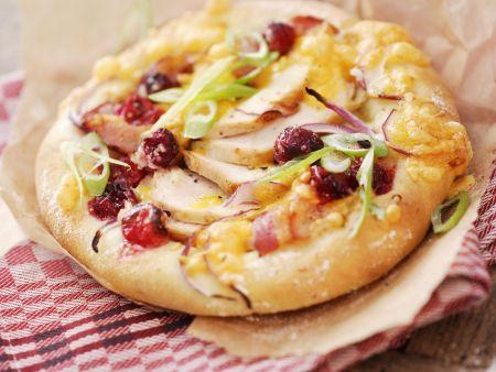 Kleine Pizzen mit Hähnchen und Cranberrys