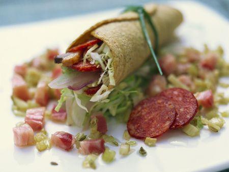 Kleine Tortillarolle mit Entenbrust und Salami