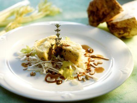 Kleiner Kartoffel-Sellerie-Kuchen mit Selleriesalat