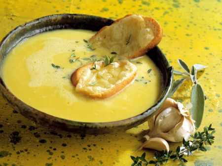 Knoblauchsuppe mit Croutons