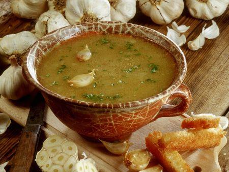 Rezept: Knoblauchsuppe mit Röstbrot