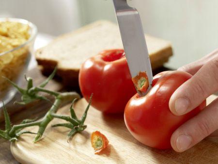 Knusperfisch mit Tomaten-Brot-Salat: Zubereitungsschritt 1