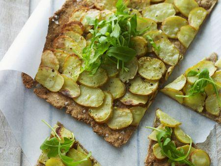 Knusprige Kartoffelpizza mit Rucola