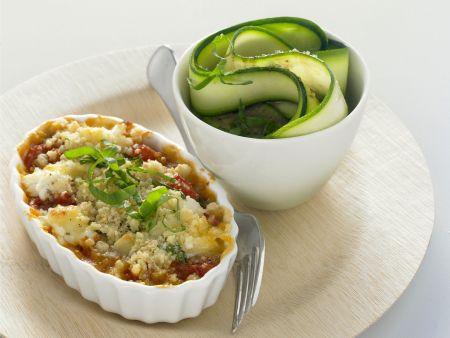 Knuspriger Tomatenauflauf mit Ziegenkäse und Zucchinisalat