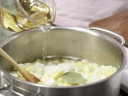 Kohlrabisuppe mit Käsetoast: Zubereitungsschritt 4