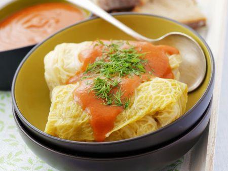 Kohlroulade mit Hackfleisch und Reis gefüllt