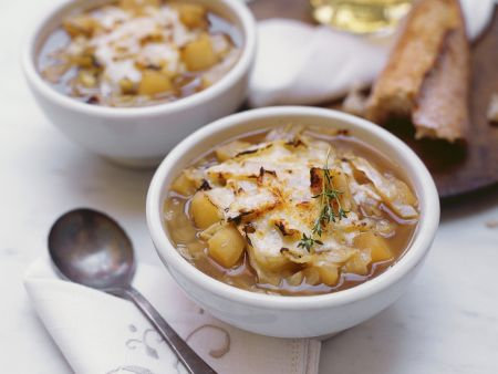 Kohlsuppe mit Apfel und Thymian