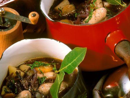 Kohlsuppe mit Würstchen