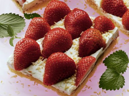 Kokos-Erdbeer-Kuchen