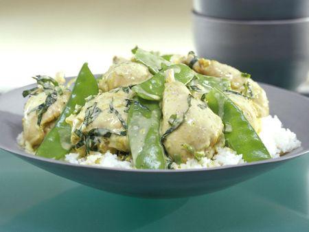 Kokosmilch-Ente mit Zuckerschoten, dazu Reis