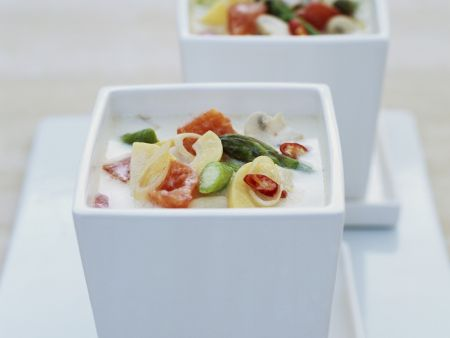 Rezept: Kokosmilchsuppe mit Pilzen, Bambus und grünem Spargel