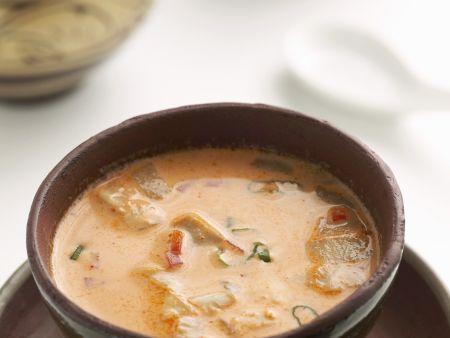 Kokosuppe mit rotem Curry, Hähnchen und Austernpilzen
