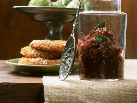 Konfitüre aus roten Zwiebeln mit Sellerieschnitzeln