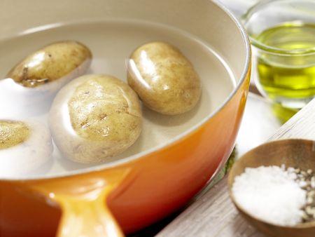 Kräuter-Kartoffel-Salat: Zubereitungsschritt 1