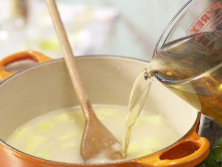 Kräuter-Kartoffel-Suppe: Zubereitungsschritt 3