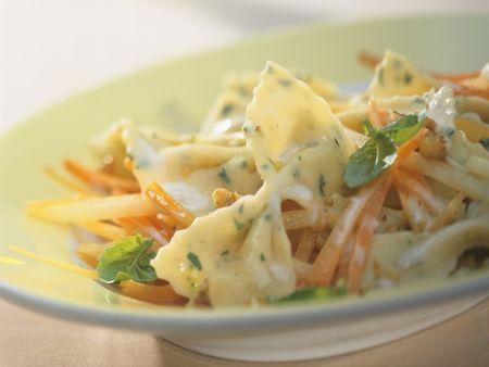 Kräuter-Pasta mit Möhren, Kohlrabi und Gorgonzola-Soße