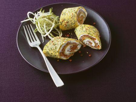 Kräuter-Pfannkuchen gefüllt mit Frischkäse und Lachs