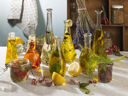 Kräuter- und Gewürzöle