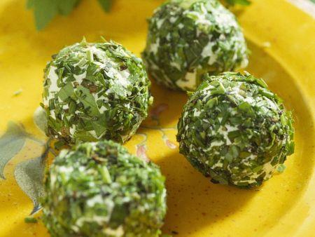 Kräuterbällchen mit Ziegenfrischkäse