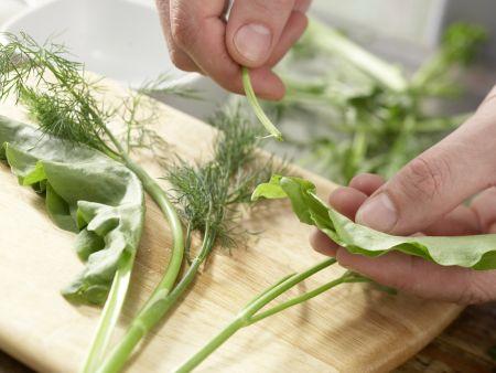 Kräutersalat mit Ei: Zubereitungsschritt 1