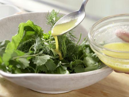 Kräutersalat mit Ei: Zubereitungsschritt 4