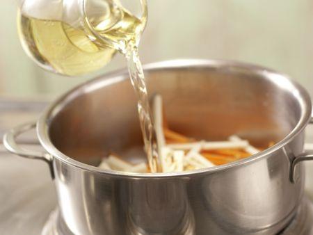 Krebsschwänze auf Möhrengemüse: Zubereitungsschritt 3