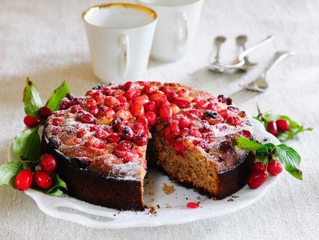 Kuchen mit Kornelkirschen
