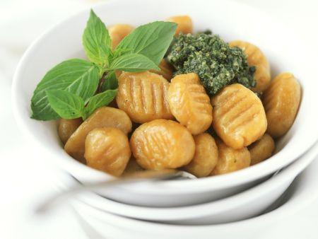 Kürbisgnocchi mit Pesto genovese