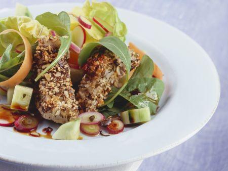 Kürbiskern-Fischstäbchen mit Salat