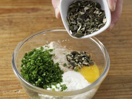 Kürbiskernnocken mit Zucchinisauce: Zubereitungsschritt 3